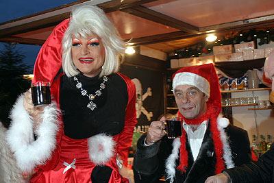 Olivia Jones und Corny Littmann auf dem Santa Pauli Weihnachtsmarkt